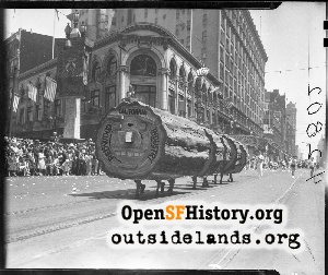 Parade at 4th & Market,1932
