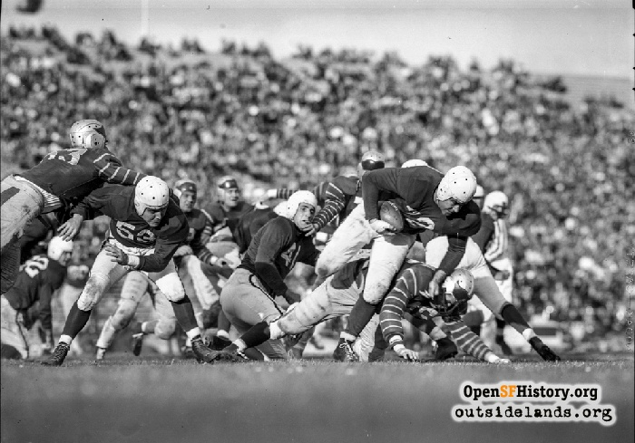49er running back Norm Standlee running the ball against the Buffalo Bisons, November 2, 1946.