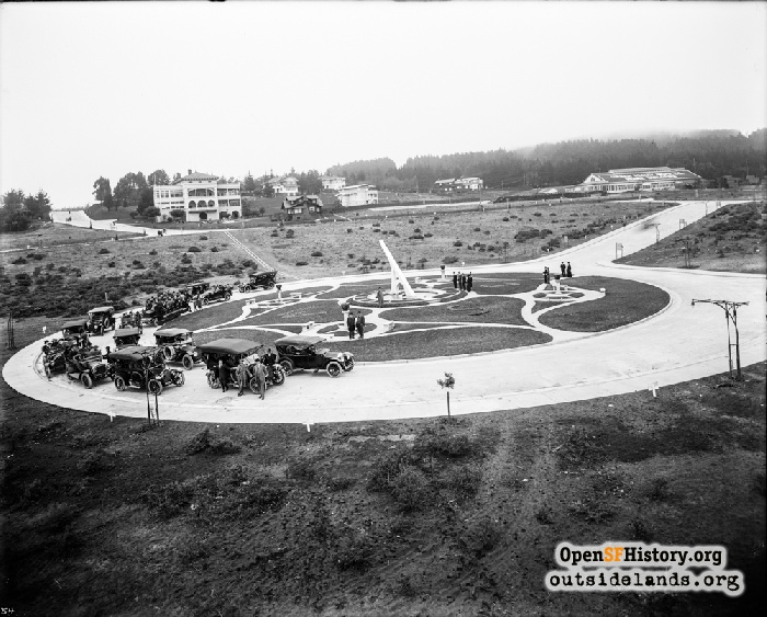 People and vehicles on Entrada Court around Sundial, circa 1913.